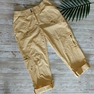 CHICO'S yellow cargo cropped pants size Chico's 0